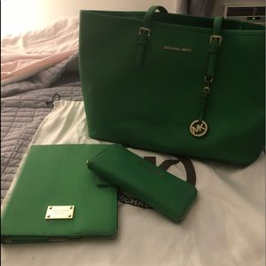 Set of Michael Kors tote/Wallet/iPad case, used for sale